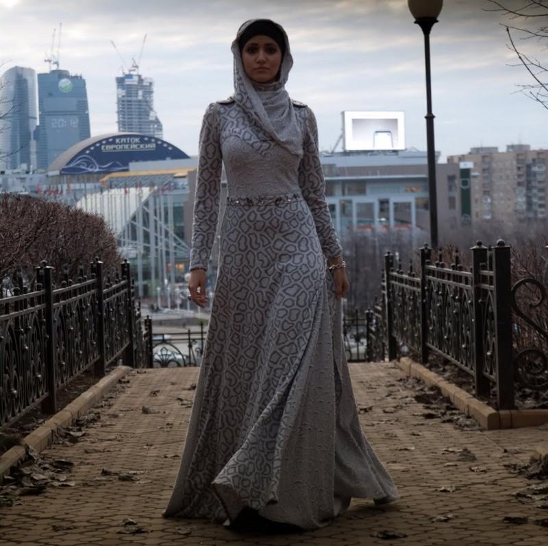 Сахера Рахмани как иранка строит fashion бизнес в России Иран  Обычно дипломные работы защищали в небольшом помещении Меня это не устраивало Я хотела приглашенных гостей актового зала красной дорожки