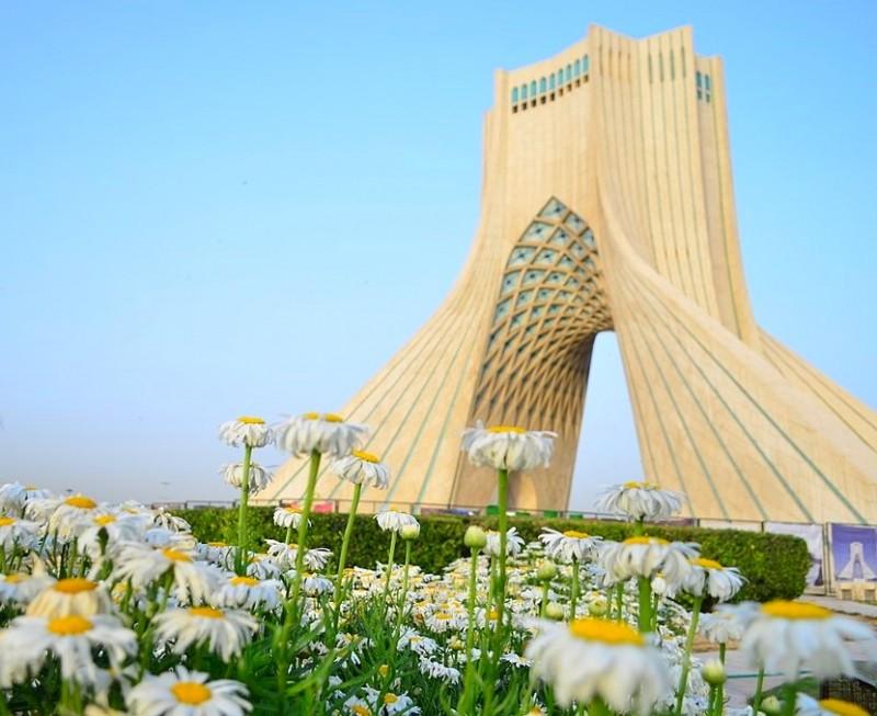 Башня Азади – символ Тегерана, Иран