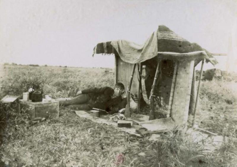 Жанна Дьелафуа на раскопках в Сузах, Иран