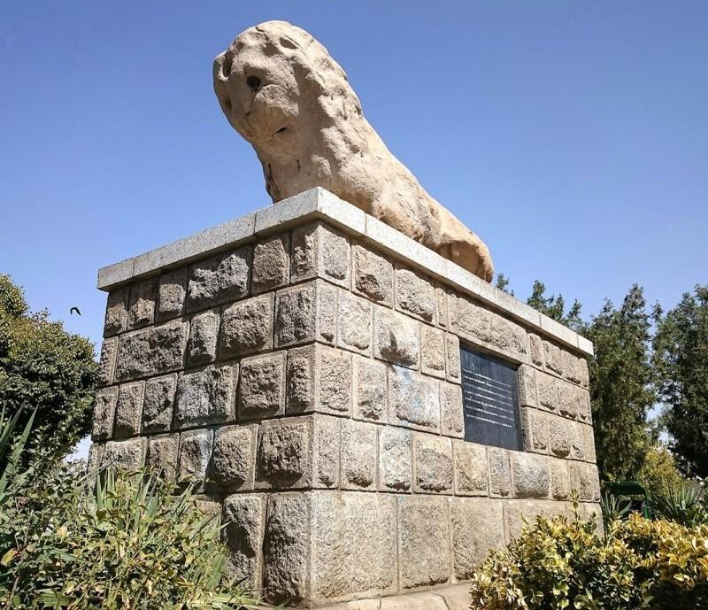 иран хамадан каменный лев скульптура