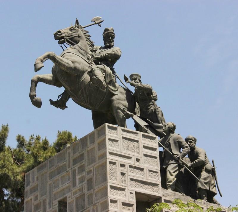 иран мешхед надир-шах афшариды памятник скульптура